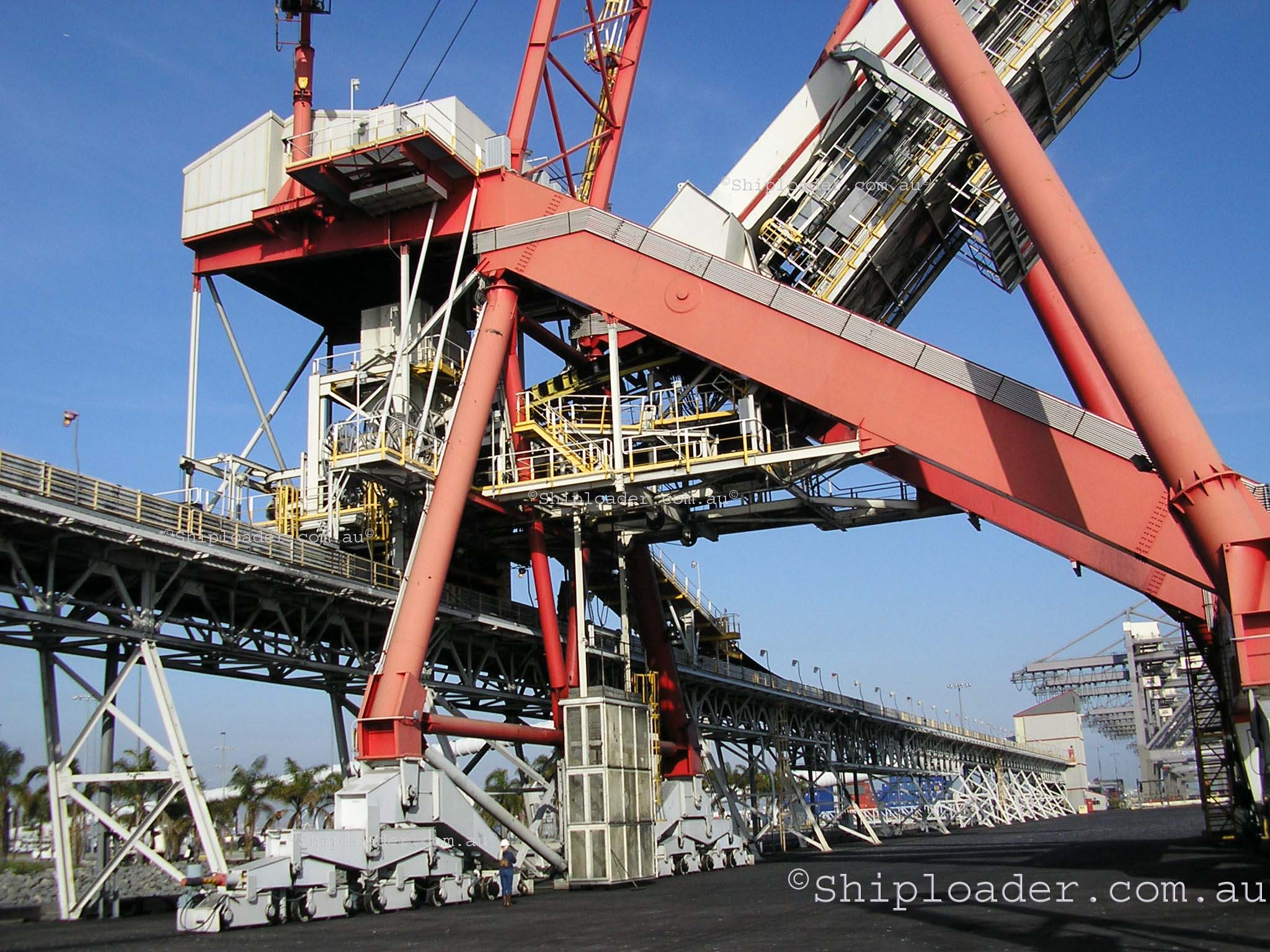 Shiploader main structure showing person for a size comparison